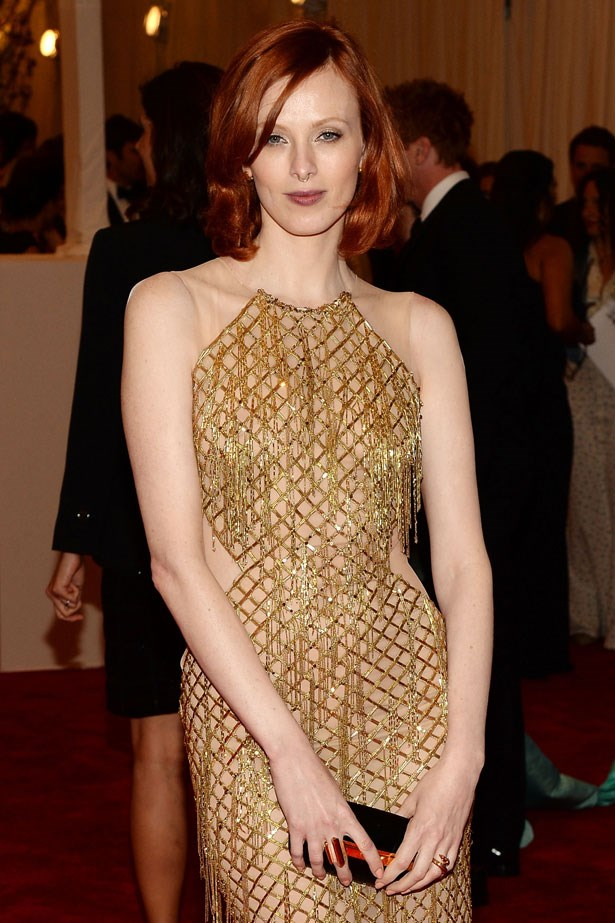 Mega-model (and mega-babe) Karen Elson wears her signature copper top with an easy side-part and neutral makeup.
