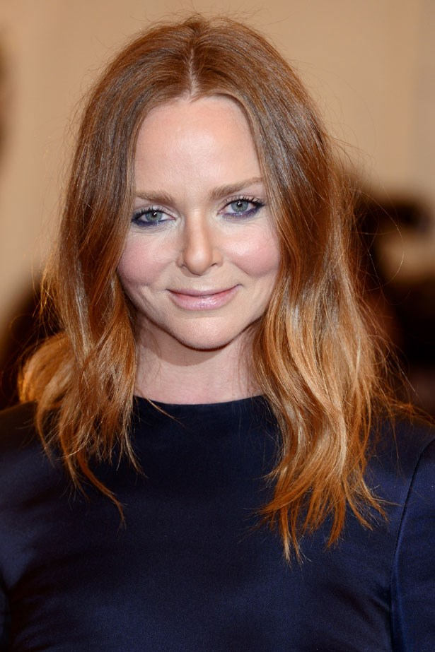 Fashion designer Stella McCartney does perfectly undone like a pro, courtesy of a thick tong and a little hairspray.