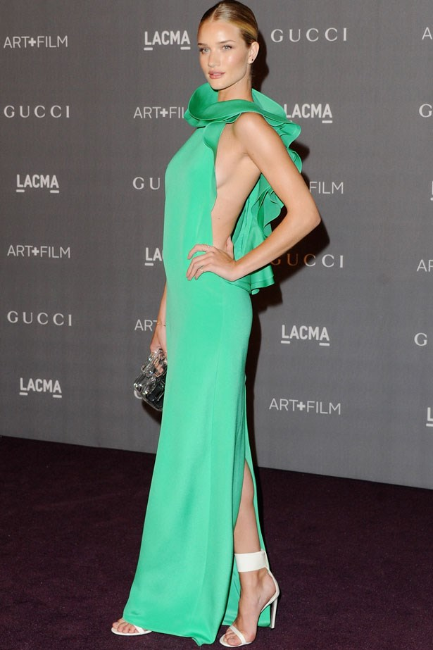 We're still emerald with envy over this look. Rosie's rocking a stunning cut-to-there Gucci gown and cult accessories from the label.