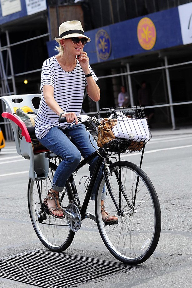 Breton stripes are part of any casual-cool uniform and Naomi Watts makes us want to screen shot this look and copy it head to toe.