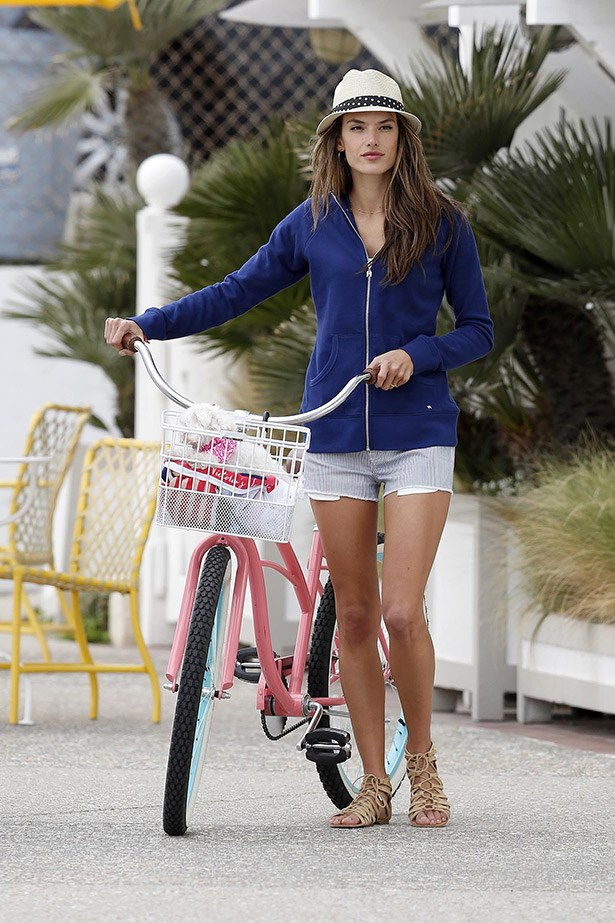 Going flat-out on the sandal front is the only way forward when riding a bike – as demonstrated by Alessandra Ambrosio.