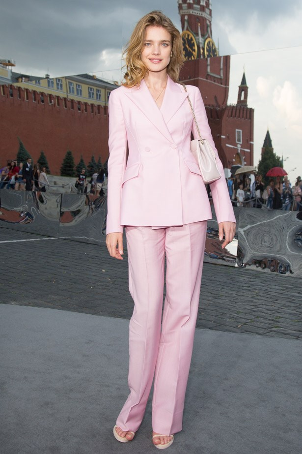Man-style suiting in the most ladylike colour on the planet ensured that Natalia Vodianova nailed this androgynous Dior look.
