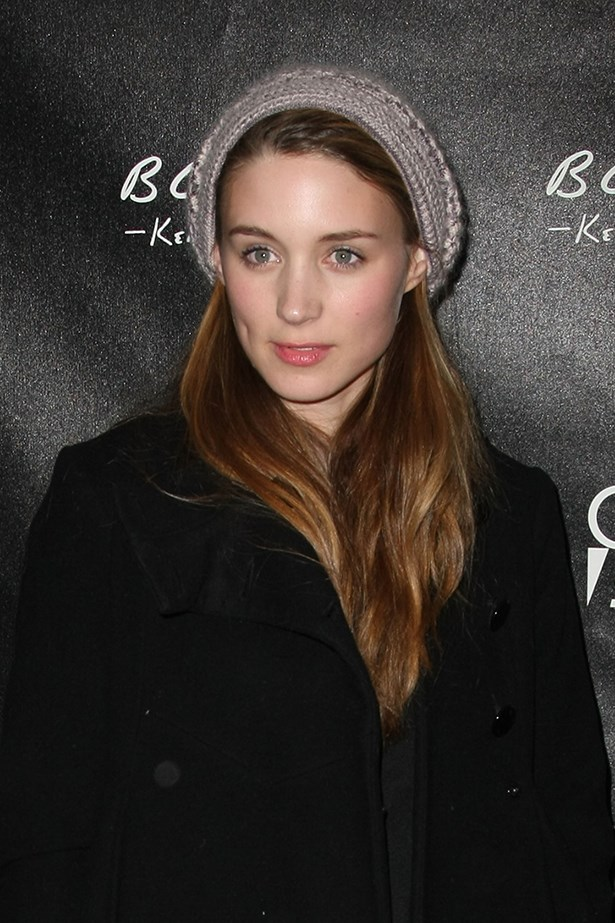 A 24-year-old Mara in 2009 chose a pink cheek and lip colour and a natural lighter hair shade.