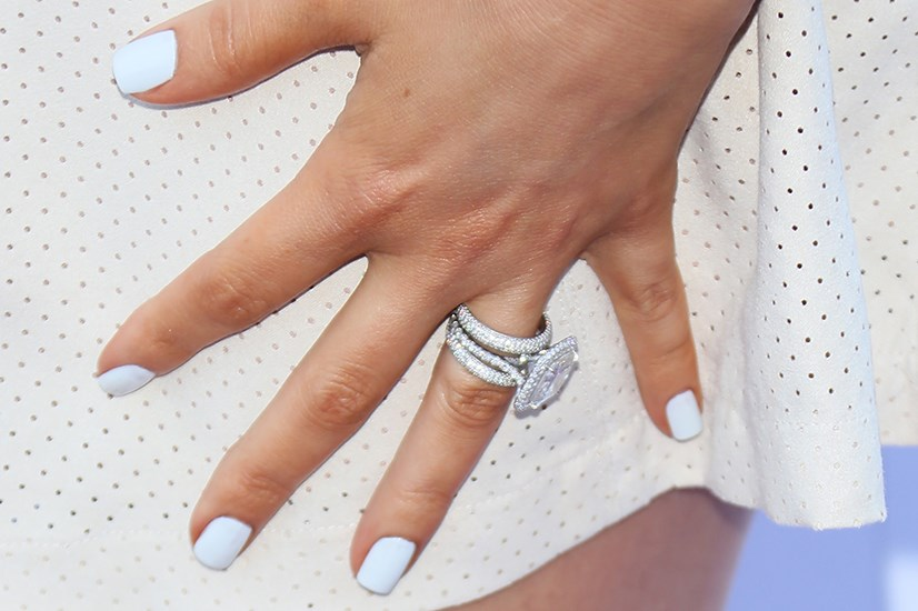 Short and manicured white pops on the tanned fingers of Khloé Kardashian Odom.