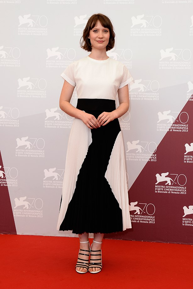 Mia Wasikowska wore a monochrome Proenza Schouler Resort 14 look to the photocall of the <em>Tracks</em> premiere.