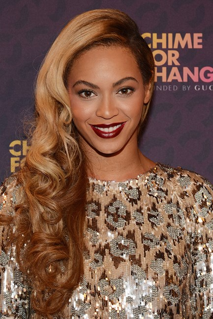 Beyonce with bouncy waves