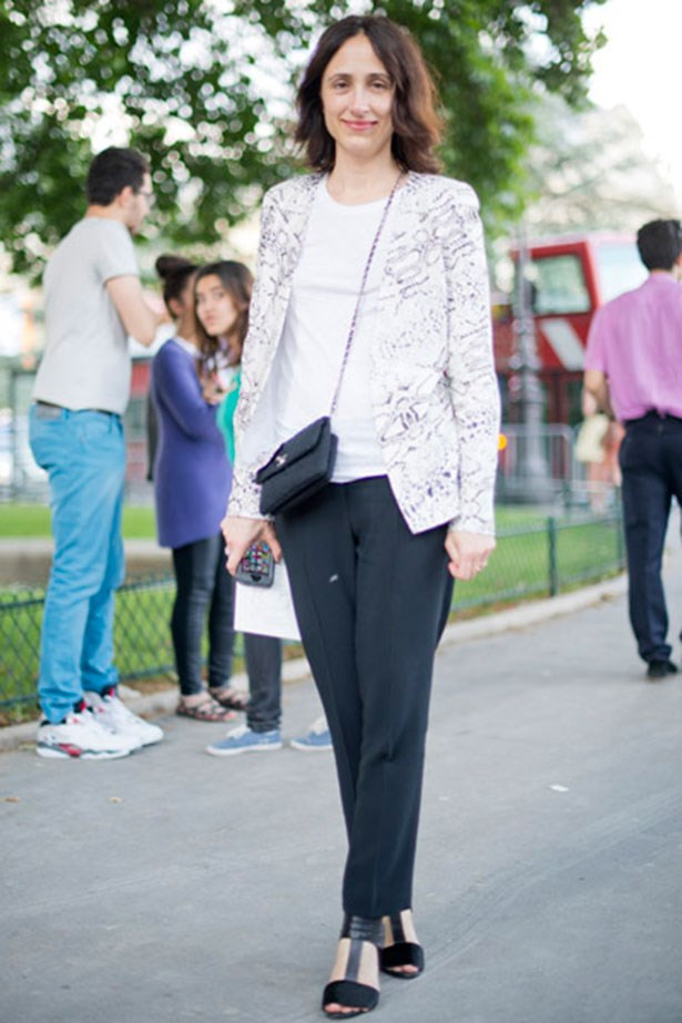 <p><strong>LEARN THE BASICS</strong></p> <p>Black trousers and a white tee? Sounds boring but can actually be super chic with a feature blazer. Note the nonchalant addition of the cross-body bag.</p>