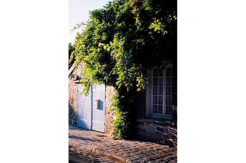 Vine covered cottages and cobble stone paths stole my heart in Barbizon by Kinga Burza