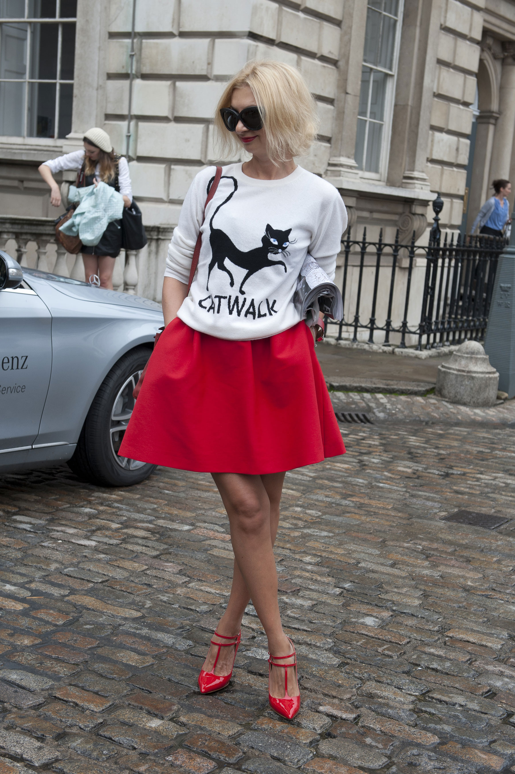 Фото девушек в красных юбках 26 фотография