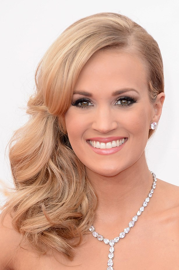 Large, loose waves highlighted Carrie Underwood's sparkling accessories.