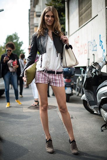 Pair a cropped leather jacket with printed shorts to achieve a simple yet versatile look.