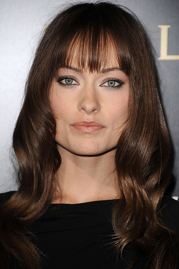 Olivia arrives at the Save the Children's U.S. Programs and Artists for Peace and Justice in 2011 with a wispy fringe and flowing chocolate tresses.