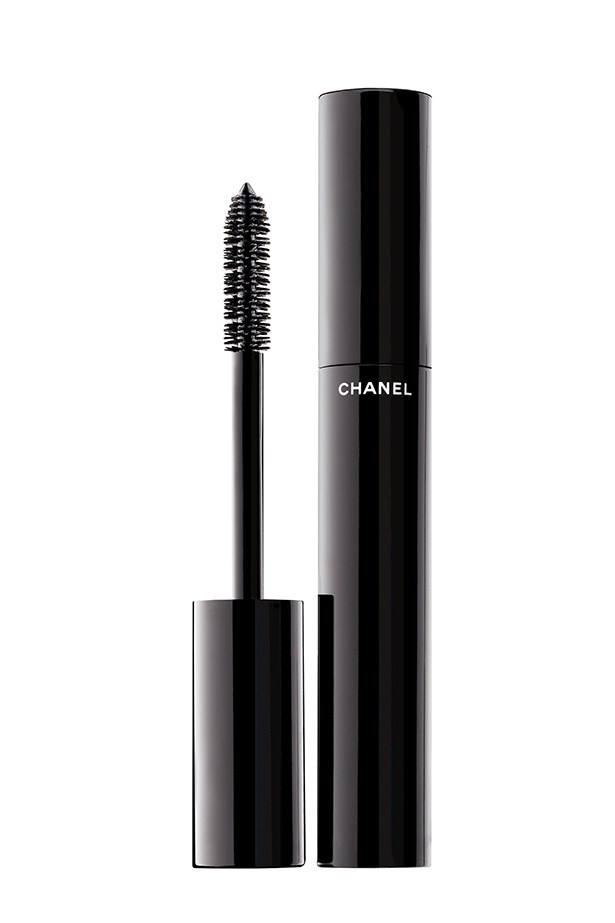 Mascara Le Volume in Noir, Chanel, $52, (02) 9900 2944 Long, thick lashes finished Perry's lightly lined eyes.