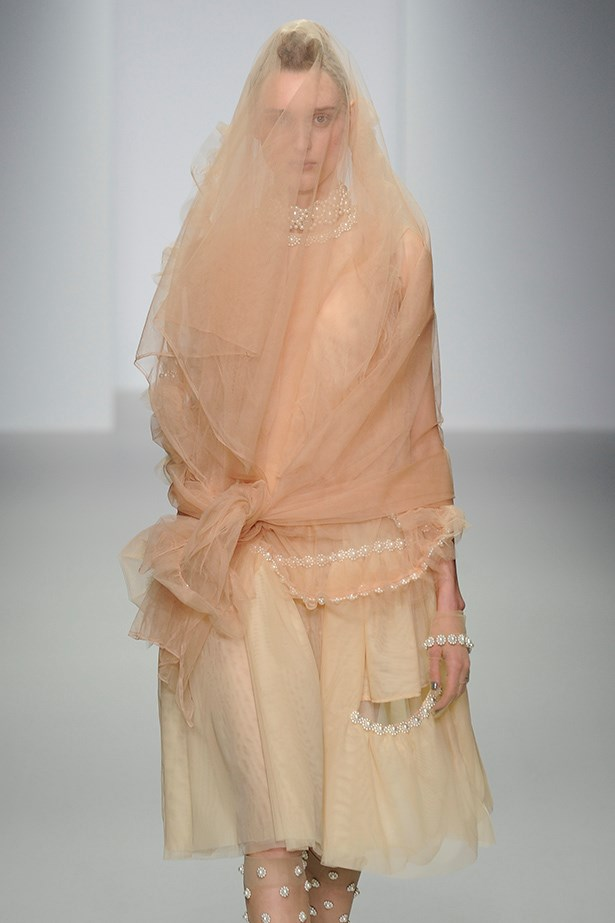 Simone Rocha's netted ladies, complete with pearl trim, reminded us why we love London fashion week.