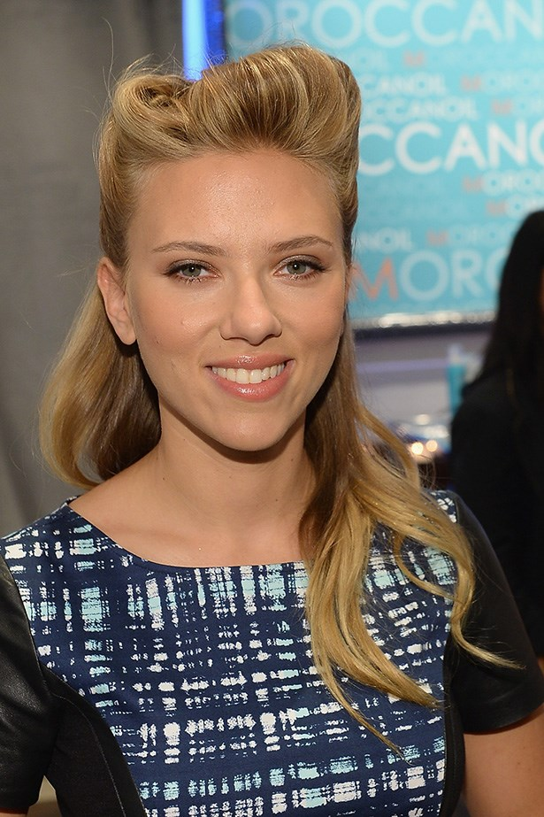 Scarlett Johansson's bouffant makes us want to break into a Grease singalong! A '50s half-up-half-down look – with a modern twist.