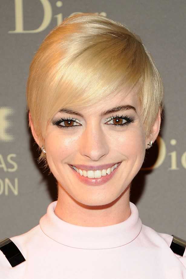 Anne Hathaway shows you don't have to be matchy-matchy with your hair colour to give good brow.