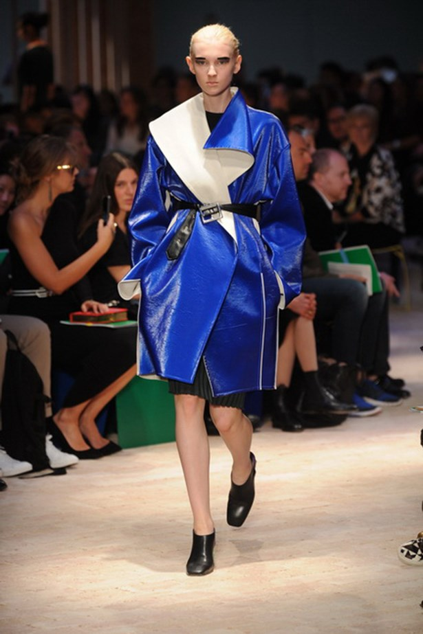 <p><strong>Thou shalt belt it</strong></p> <p><strong>Céline SS14</strong></p>