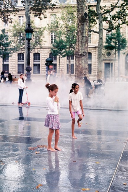 Children playing in République during the last days of September