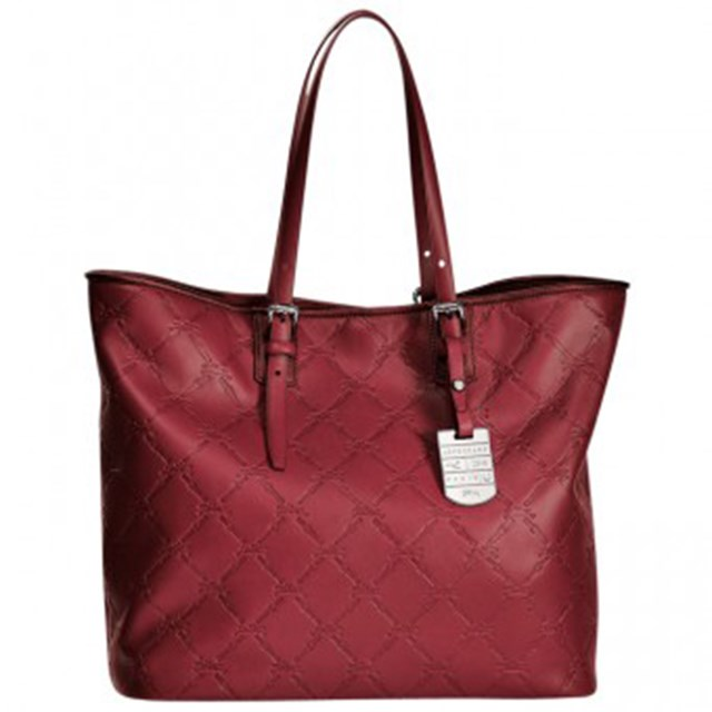 "Tote bag, $995, Longchamp, <a href=""http://www.huntleather.com.au/longchamp-lm-cuir-tote-bag-1525746.html"">huntleather.com.au</a>"