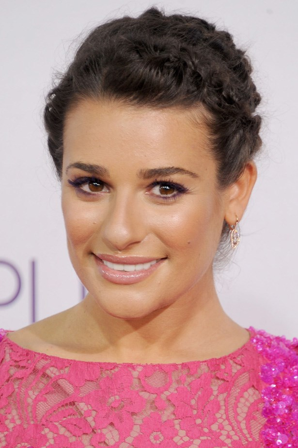 Pretty in pink, Lea Michelle attends the People's Choice Awards with an upswept braided 'do, complete with flyaways and natural brows.