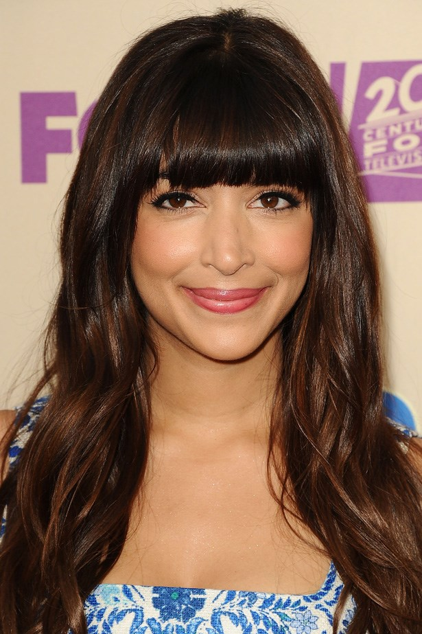 'New Girl' star Hannah Simone softens her full fringe with dark, wavy locks and a lick of gloss at a screening of her hit show.