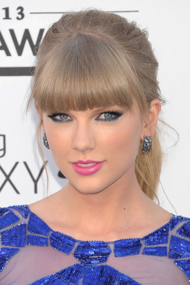 Taylor Swift softens a blunt, thick fringe with an imperfect ponytail at the 2013 Billboard Music Awards.