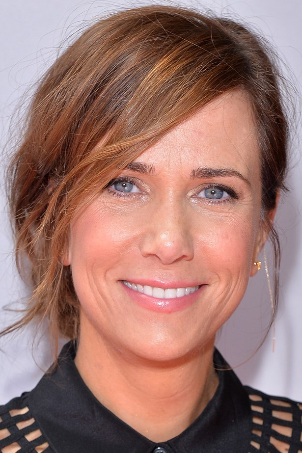 Kristen Wiig's artfully textured 'do frames her twinkling eyes and pretty pink lip.