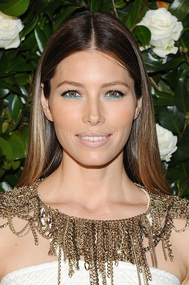 Jessica Biel is bang on trend (when is she not!?), highlighting her hazel eyes with electric turquoise pencil along her lower lash line. Cyndi Lauper circa 1980 would be proud.