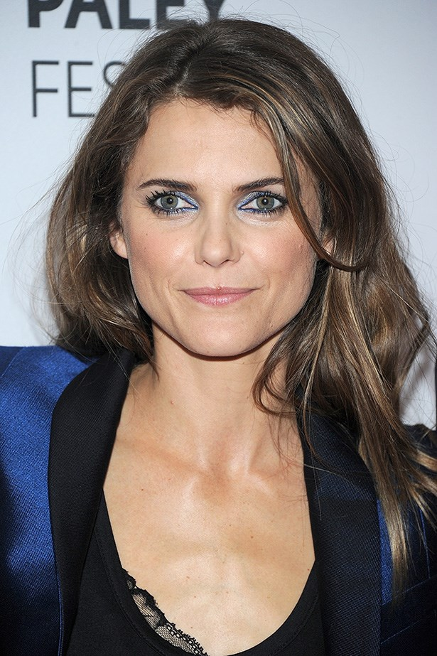 Keri Russell's azure inner eye is a chic take on using retro blue eye shadow, complementing her satin blue suit.