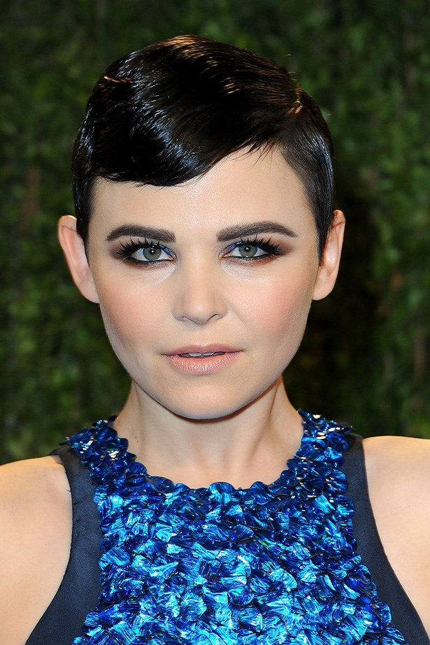 A dash of blue amongst smoky browns and lashings of black mascara, Ginnifer Goodwin's look is sexy and playful.