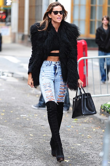 Izabel Goulart flashes some skin in an ab-revealing midriff top and ripped jeans.