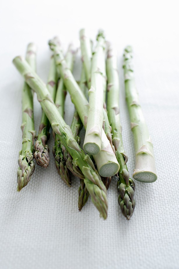 Asparagus - As a diuretic and prebiotic, asparagus flushes toxins from your system and works to improve nutrient absorption.