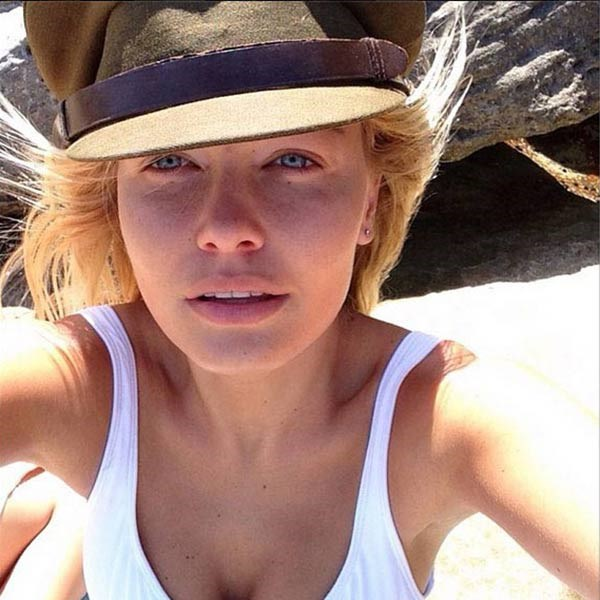 <strong>Lara Bingle</strong><br> Healthy and happily in love with boyfriend Sam Worthington, this make-up free beach selfie proves why The Bing is one of the most natural Aussie beauties going around.
