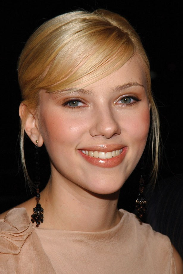 Johansson's glossy lip and coral blush make her the picture of innocence at the 2003 premiere of 'Girl with a Pearl Earring'.