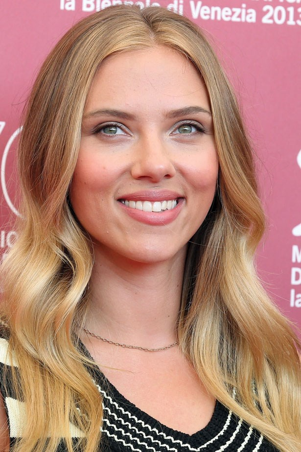 At the 70th Venice Film Festival, Johansson opted for a natural look. Her super glossy locks are styled into soft waves, complementing her minimal makeup.