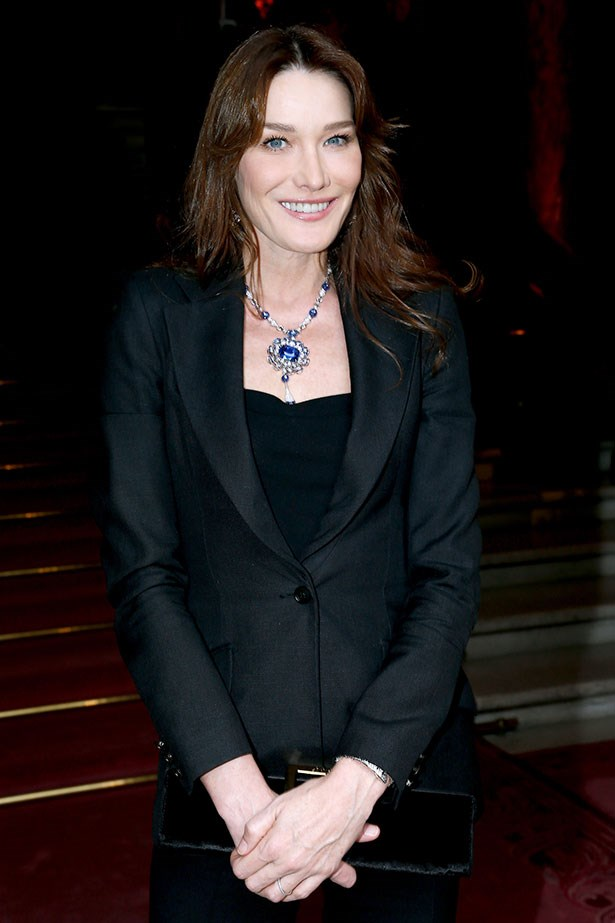 Carla Bruni knows how to offset statement jewellery