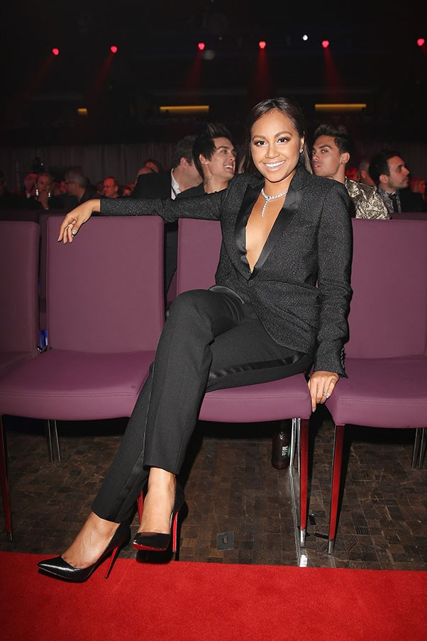 Later on in the evening she changed into a sparkling tuxedo. Alicia Keys – a noted fan of the suit-no-shirt combo – must be very proud.