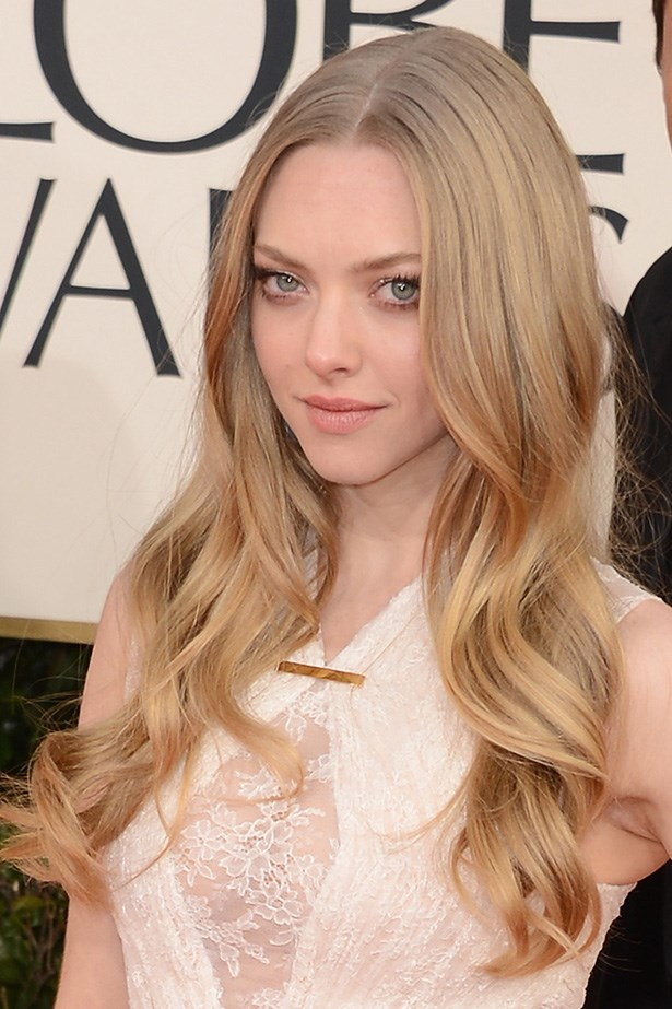 At the Golden Globes, Seyfried went for a more natural look, with only a glint of metallic eyeshadow.