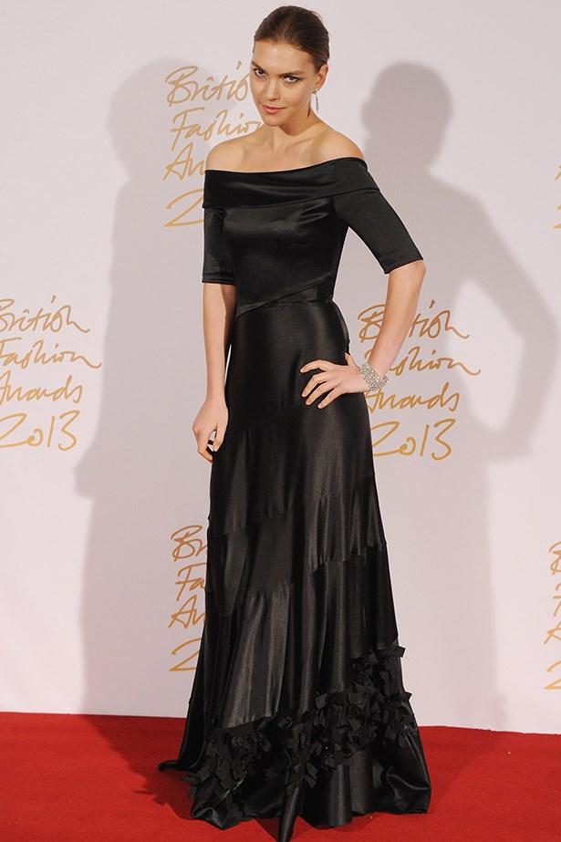 Supermodel Arizona Muse wore a floor-length Louis Vuitton dress.