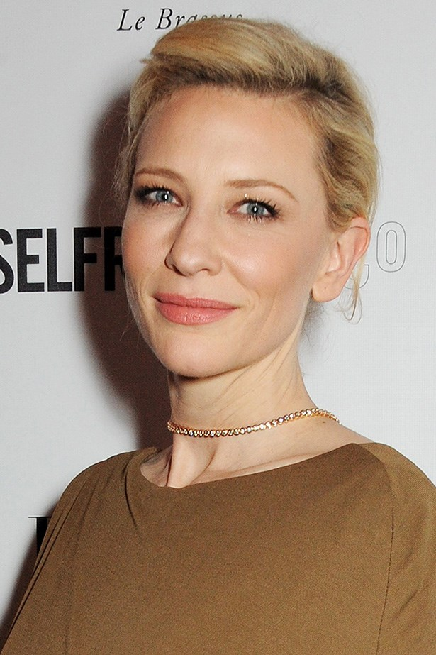Cate Blanchett uses the Eight Hour Protectant for keep her hands and lips hydrated.