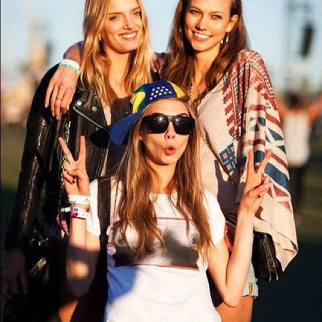 <p><strong>5. She photobombs</strong></p> <p>Few things are better than an excellent photobomb, and Cara is the master of them – no one is safe, least of all her model pals.</p> <p>@caradelevingnestyle</p>