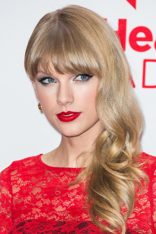 With a bold red lip and the perfect cat eye, Swift looks like an Old Hollywood screen siren at a 2012 red carpet event.