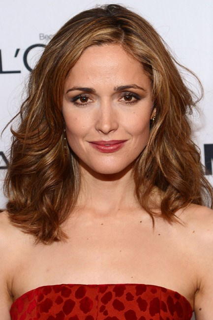 <strong>The scrunch</strong><br> No tools required for Rose Byrne's look. Use both your hands to scrunch your hair up to your ears, then release. For extra hold, do this action with a lightweight mousse in the palms.