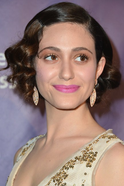 Shimmering bronze eye-shadow complimented Emmy Rossum's matte Radiant Orchid lipstick at a red-carpet event.