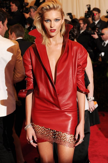 "<strong>Anja Rubik<br> <a href=""http://anjarubikblog.tumblr.com/"">anjarubikblog.tumblr.com</a></strong><br> Polish model Anja Rubik keeps a scrapbook of fashion jobs, paparazzi snaps and wardrobe looks. A visual feast."