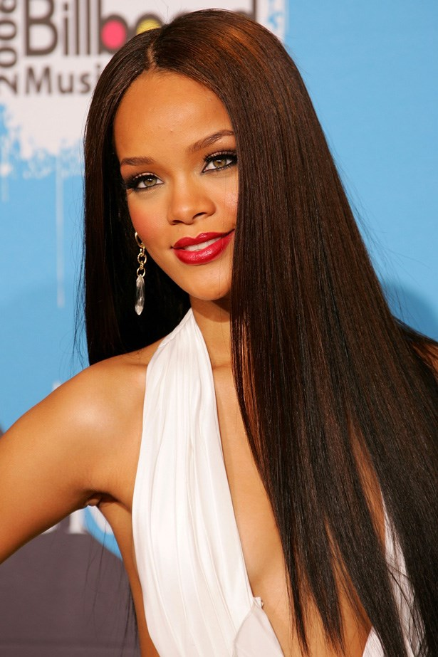 At the Billboard Awards in 2006, and still with her mermaid-length tresses, Rihanna stunned on the red carpet with deep berry lipstick, and black kohl defined eyes.