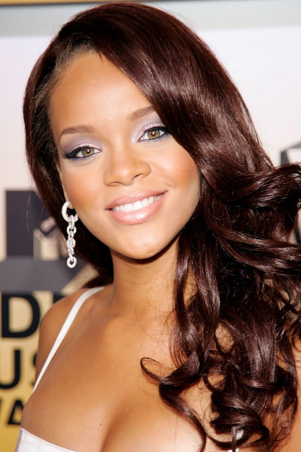 Nominated for her hit SOS at the VMAs in 2006, Rihanna wore lilac eye shadow and her tresses in goddess curls.