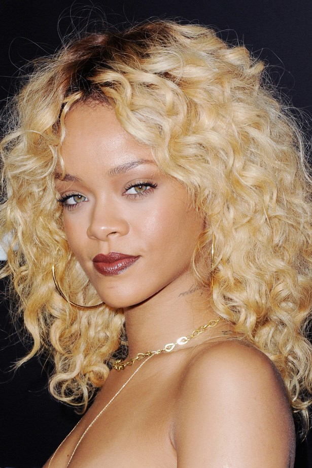 The flawless Rihanna took balayage to another level at a pre-Grammys party in 2012, contrasting her newly blonde locks with deep berry lipstick.