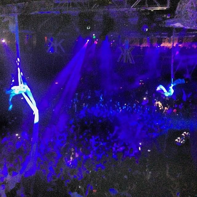 Wearing fishnets and some seriously high heels, Heidi Klum danced the night away in Las Vegas (@heidiklum).
