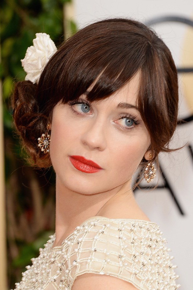 <strong>RED LIPS<BR></strong> Zooey Deschanel went for vintage style, with a flower in her hair, and a classic red lip.
